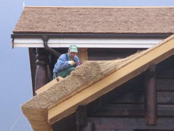 Важные правила монтажа крыши из камыша