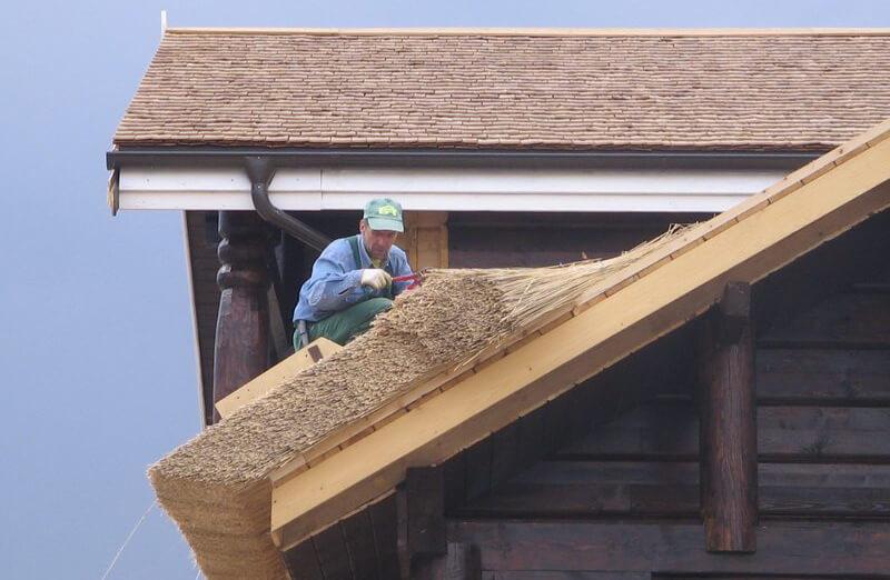 Важливі правила монтажу даху з очерету