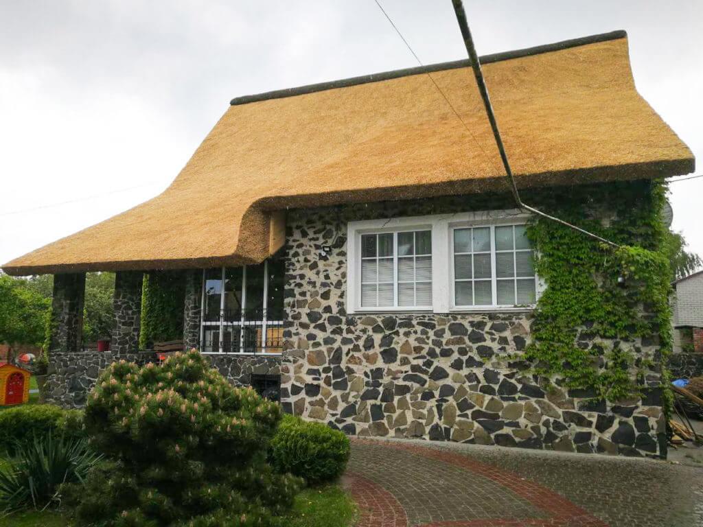 Главный секрет камышовой крыши: почему она не протекает и не портится?